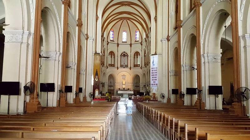 Không gian kiên trúc bên trong nhà thờ Đức Bà