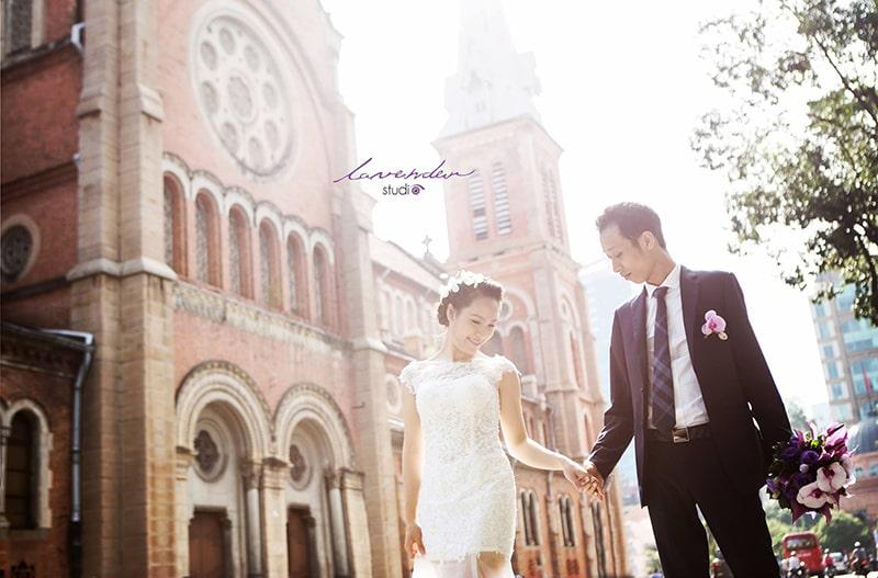 Nhà thờ Đức Bà là địa điểm chụp ảnh cưới quen thuộc ở Sài Gòn