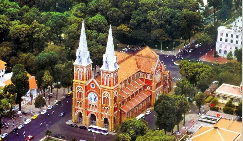 Nhà thờ Đức Bà là biểu tượng quen thuộc của Sài Gòn