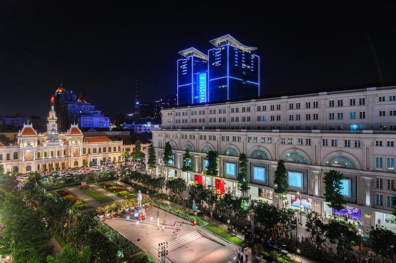 Phố đi bộ Nguyễn Huệ là địa điểm đi chơi cuối tuần quen thuộc của ở Sài Gòn