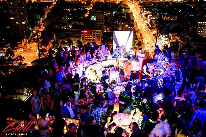 Chill Sky Bar Sài Gòn luôn luôn đông vui