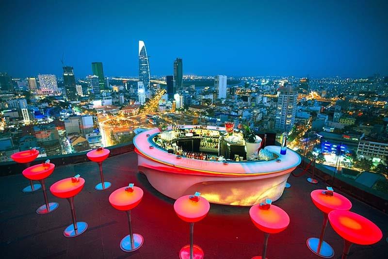 Chill Sky Bar là 1 trong những quán bar view cao nổi tiếng nhất ở Sài Gòn