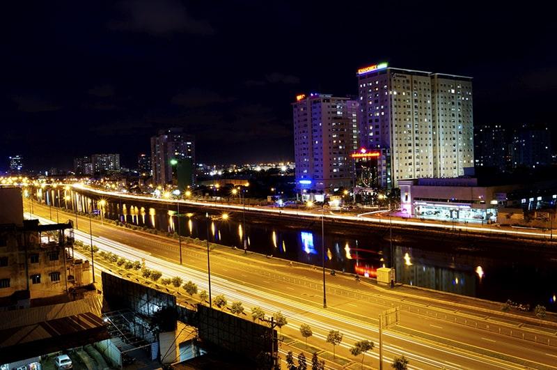 Lang thang trên đại lộ Đông Tây về đêm