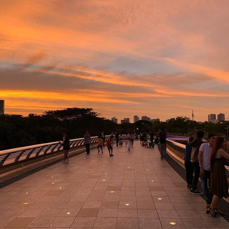 Cầu Ánh Sao là địa điểm hẹn hò lý tưởng cho các cặp đôi