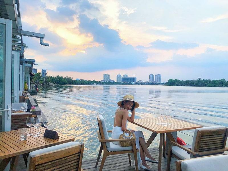 Hẹn hò tại các nhà hàng ven sông ở Sài Gòn