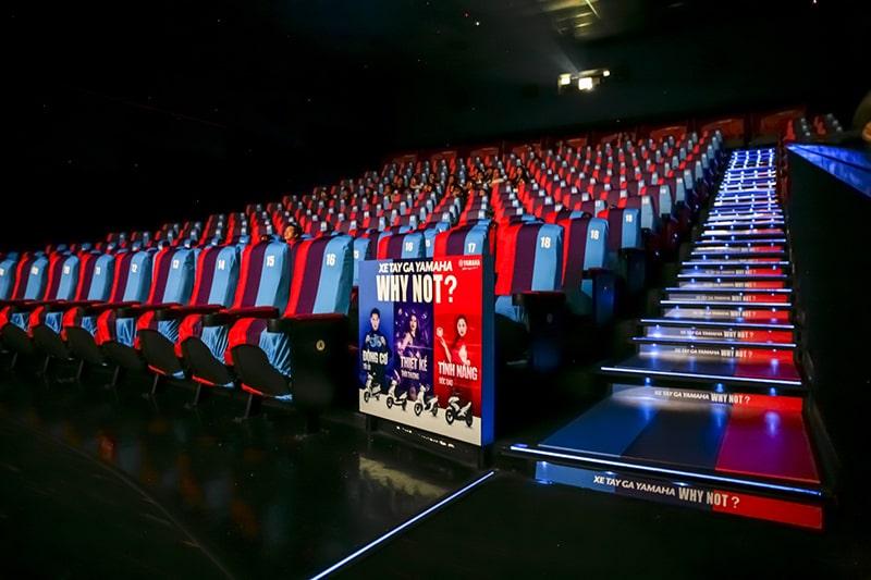 Lê la ở các rạp chiếu phim ở Sài Gòn về đêm
