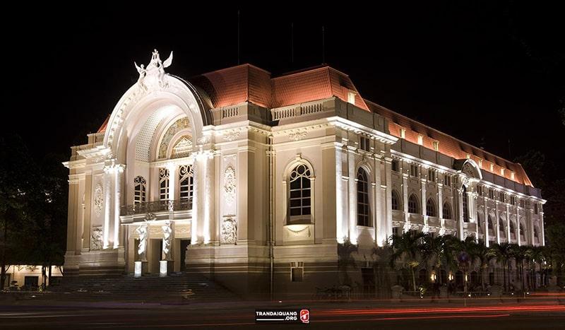 Nhà hát lớn Sài Gòn về đêm