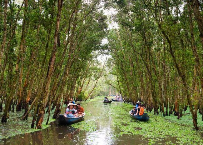Du lịch sinh thái là gắn liền với thiên nhiên và bản sắc văn hóa địa phương