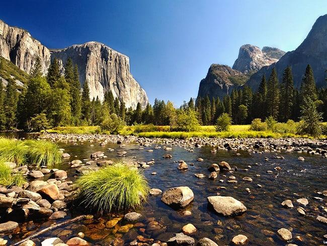 thiên nhiên hoang dã là điểm du lịch lý tưởng đối với loại hình DLST