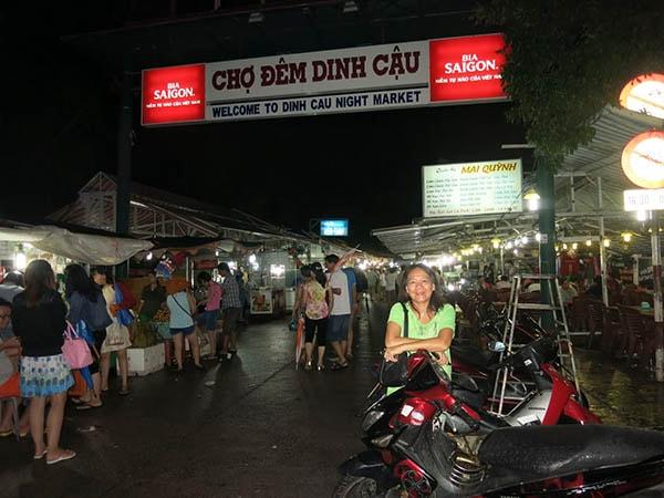 Chợ đêm Dinh Cậu ở Phú Quốc