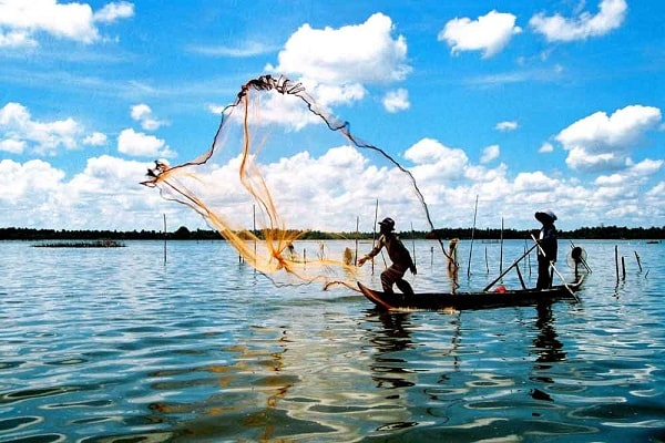 Tham quan làng chài Hàm Ninh