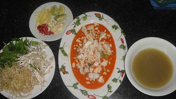 Tiết canh cua là món ăn đặc sản rất là chỉ có ở Phú Quốc