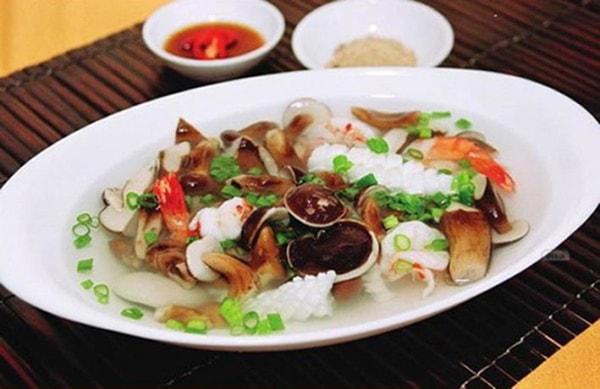 Nấm tràm xào cũng là một món ăn đặc sản nổi tiếng ở Phú Quốc