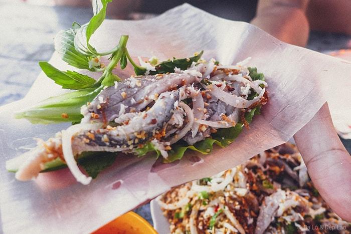 Gỏi cá trích là một món ăn lạ miệng ở Phú Quốc