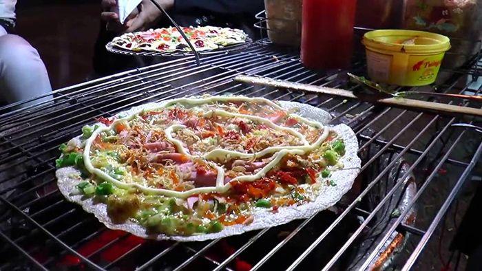 Bánh Tráng Nướng Đà Lạt  là món ăn phù hợp cho cuối tuần ở Sài Gòn