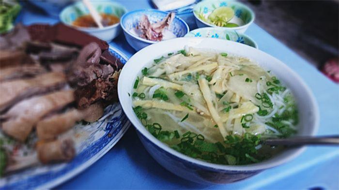 Bún Vịt Hẻm là món ăn phù hợp cho cuối tuần ở Sài Gòn