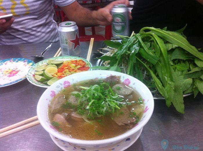 Phở Lệ là món ăn phù hợp cho cuối tuần ở Sài Gòn