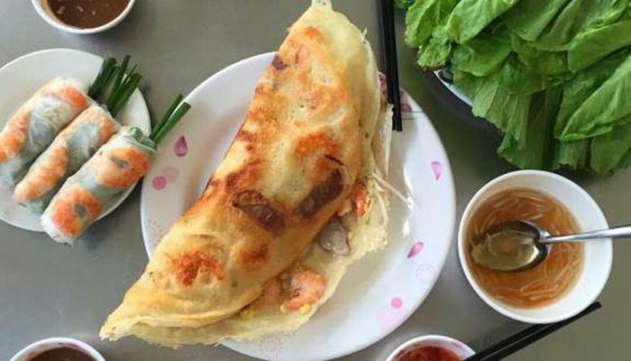 Bánh Xèo là món ăn phù hợp cho cuối tuần ở Sài Gòn