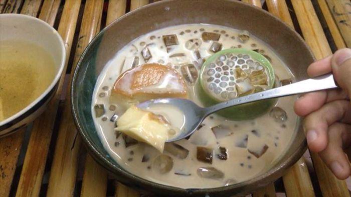 Bánh Flan Thập Cẩm là món ăn phù hợp cho cuối tuần ở Sài Gòn