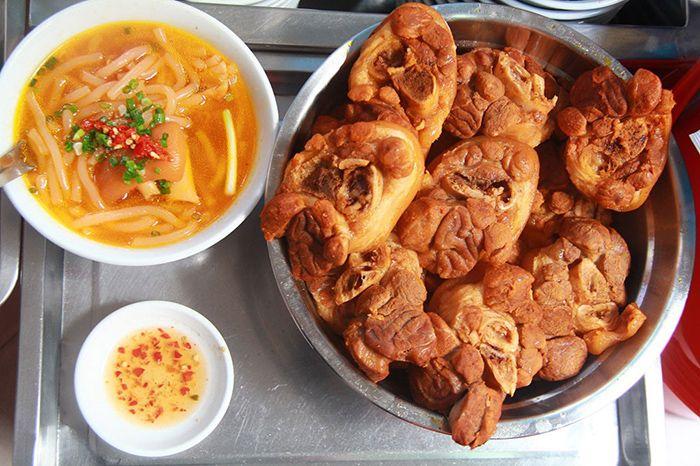 Bánh Canh là món ăn phù hợp cho cuối tuần ở Sài Gòn