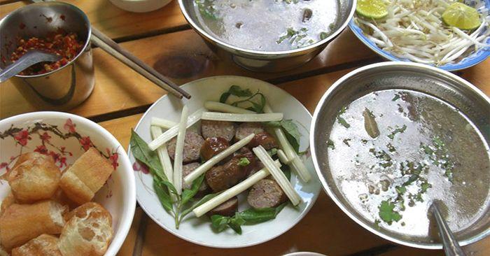 Cháo lòng Bà Út là món ăn phù hợp cho cuối tuần ở Sài Gòn