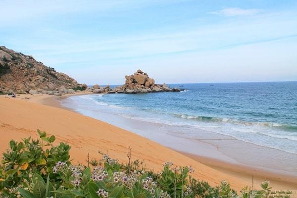Biển Mũi Dinh là 1 trong những bãi biển đẹp nhất ở Ninh Thuận
