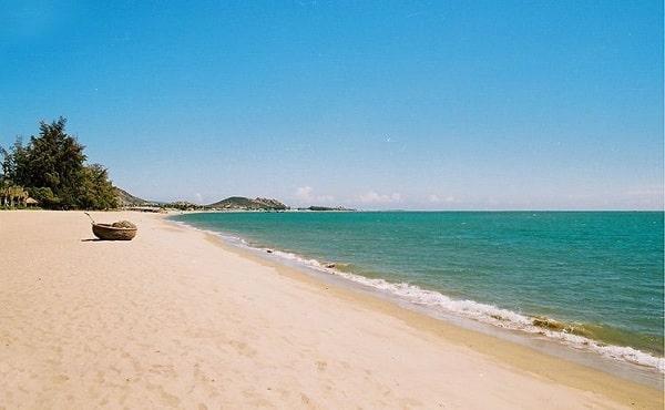 Biển Ninh Chữ là 1 trong những bãi biển đẹp nhất ở Ninh Thuận